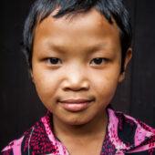Joven rostro en poblado Pulau
