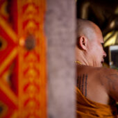 Monje tatuado en Wat Phra That Doi Suthep
