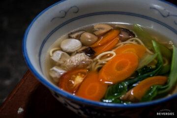 Noodles con mock meat balls en Calanthe Art Cafe, Melaka