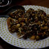Ensalada de hoja de té (tea leaf salad)