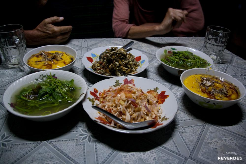 Comida vegetariana en aldea Palau