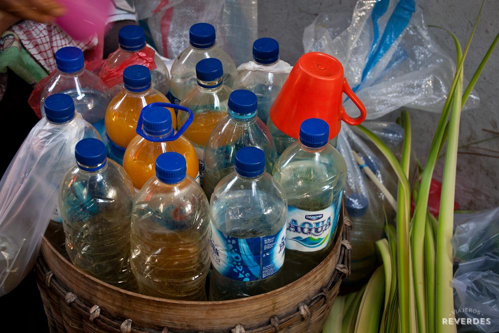 Jamu casero en el mercado matutino de Ubud