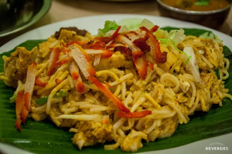 Laksa goreng de Gokul Vegetarian Restaurant en Singapur