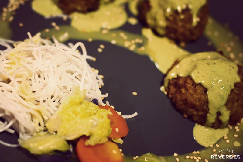 Croquetas de arroz, puerro, nueces y zanahoria de Damunt un Cel de Fil