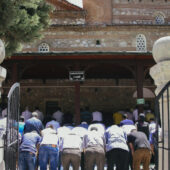 Rezos en viernes en Amasya, Turquía