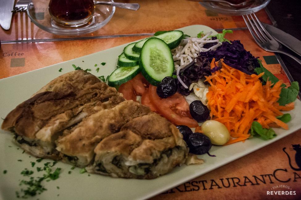 Quiché vegana de espinacas en Parsifal, Estambul