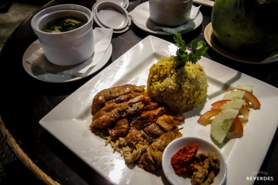 Curd bean con arroz y sambal en Geographér Café, Melaka