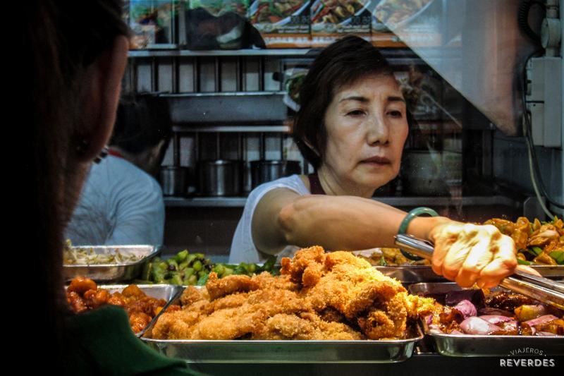 Comida china vegetariana en el Chinatown Complex