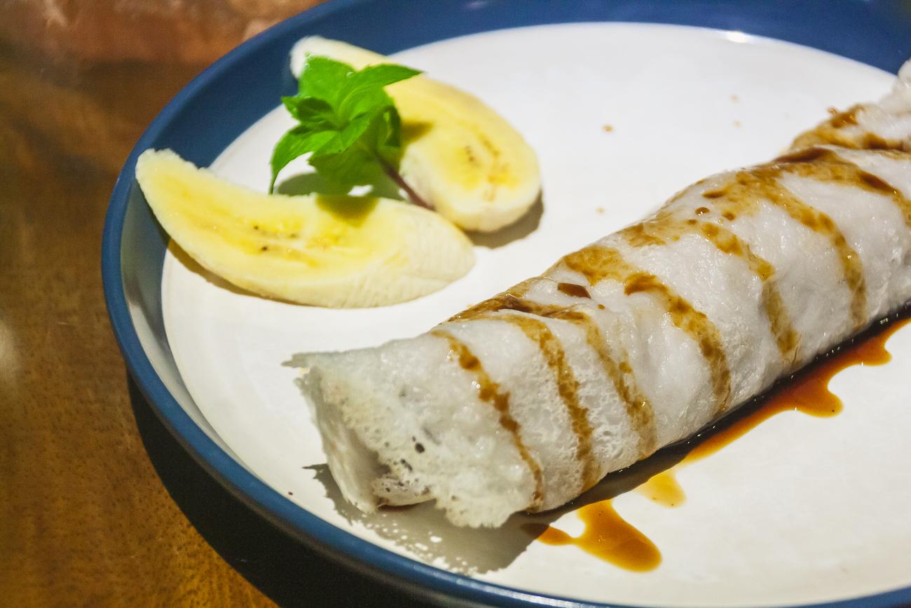 Crepe de banana con leche de coco y azúcar de caña